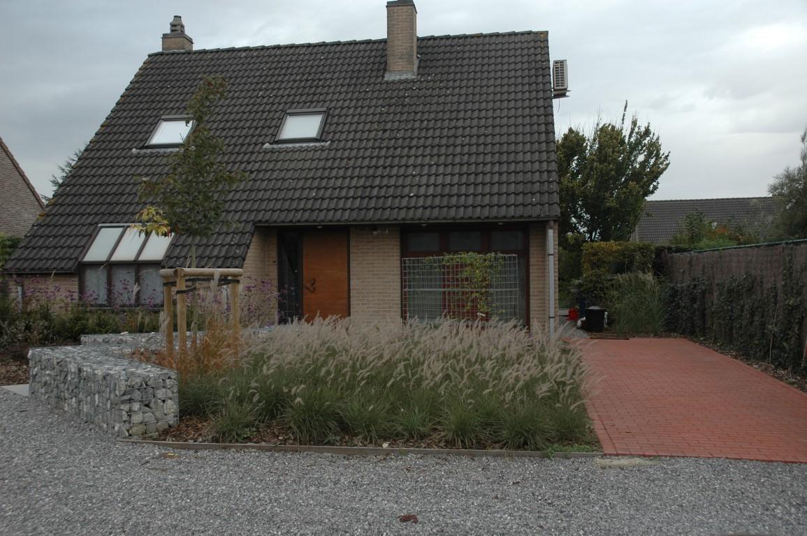 cr ation d 39 une devanture de maison l 39 esquisse du jardin. Black Bedroom Furniture Sets. Home Design Ideas