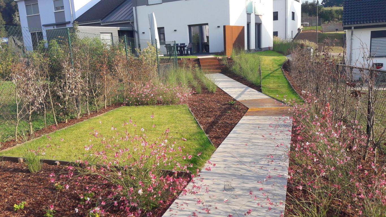 petit jardin contemporain mz69 humatraffin. Black Bedroom Furniture Sets. Home Design Ideas
